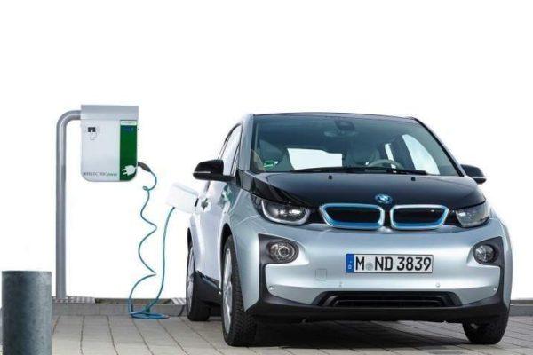 Ökar nybilsregistrerade elbilar mer än hybrider de kommande åren?
