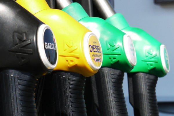 Kritik mot förslaget att förbjuda nya bensin- och dieselbilar